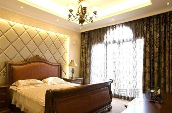设计师采用欧式古典式经典沙发和壁橱