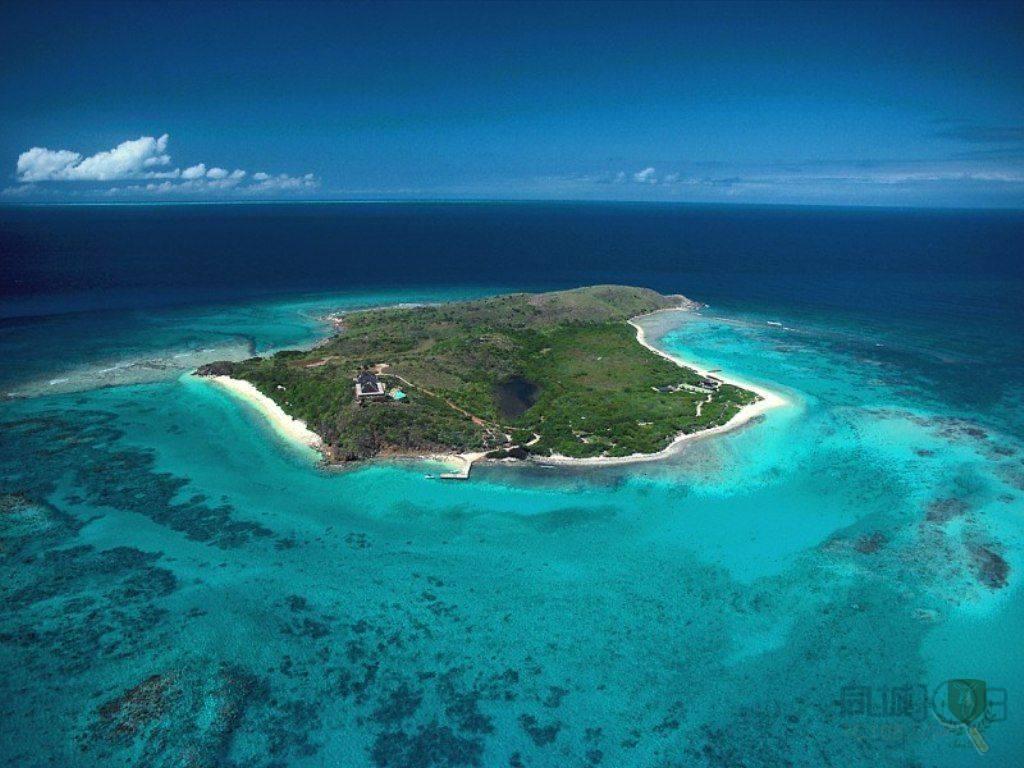 接着安排【玻璃底船】,出海观赏美丽珊瑚,南湾对岸不远处的海龟岛养了