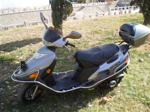 豪爵福星踏板车摩托