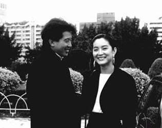 秦汉和林青霞-曝何炅教书旧照 揭秘明星旧照背后的故事 组图图片 12032 316x250