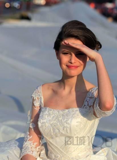 史上最长婚纱 3千米 你HOLD的住吗