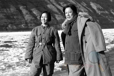 虽然之前已经有古月,唐国强等经典的毛泽东荧屏形象,张铁林表示,自己