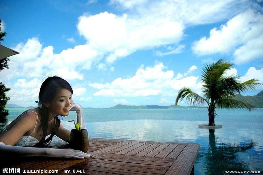 """前往杭州萧山机场搭机飞往为人们称作""""泰国珍珠""""的普吉岛."""
