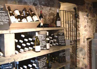 该品种是世界著名的,古老的酿红酒良种